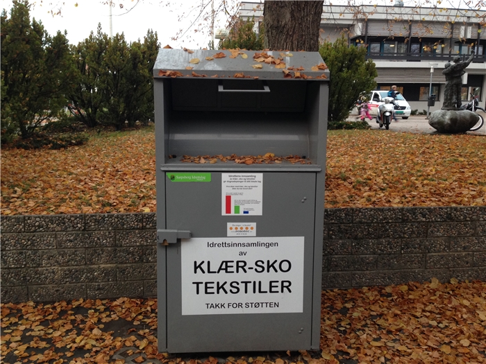 b488952e Denne containere står ved inngangen til Sarpsborghallen og har plass til  mer klær,sko og tekstiler :-)